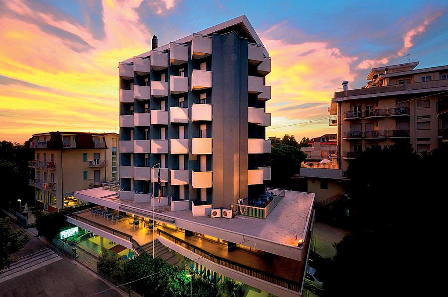 Taliansko (Južný Jadran) - dovolenka - HOTEL RAFFAELLO